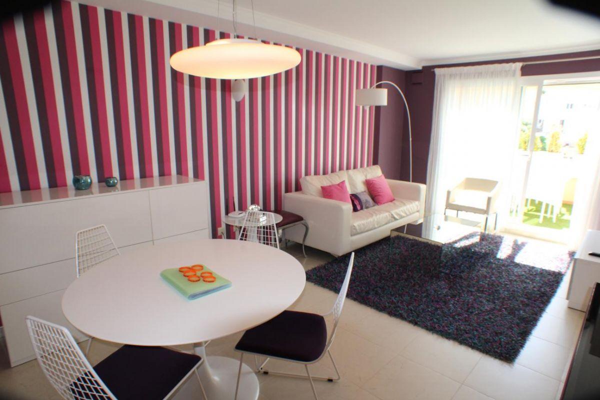 Apartamento de reciente construcción en venta, con vistas al mar y de estilo moderno en Cumbre del Sol
