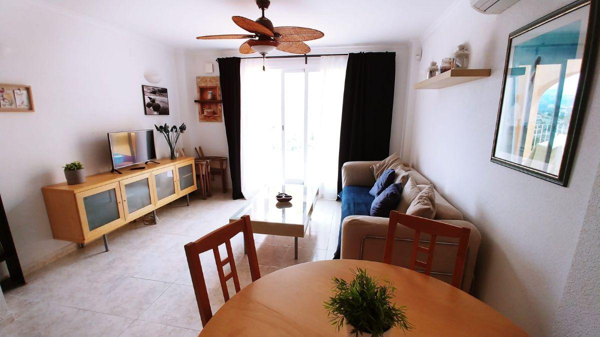 Apartamento dos dormitorios, amplia terraza,dos piscinas comunitarias con club social,precio reducido.