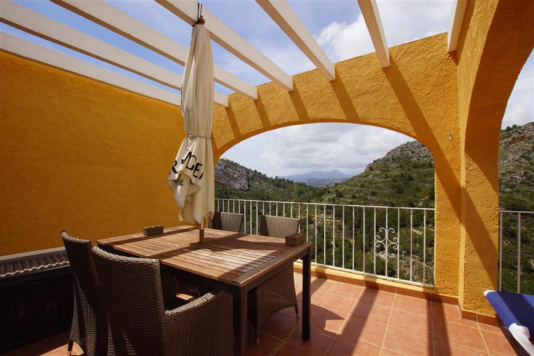 Se vende apartamento con vistas a la montaña en Cumbre del Sol.  Luminoso, con terraza y cera de la cala Moraig.