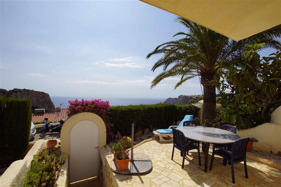 En venta apartamento con vistas al mar en cumbre del sol, reformado, soleado, con piscina comunitaria, cerca del centro comercial, cerca la playa.